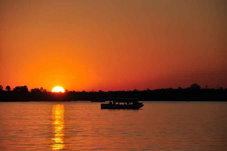 Zambezi sunset cruise.  tour comparison zambia